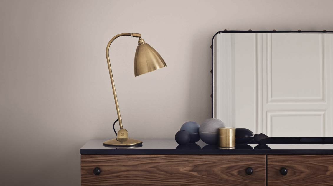 Gubi bestlite table lamp by Robert Dudley