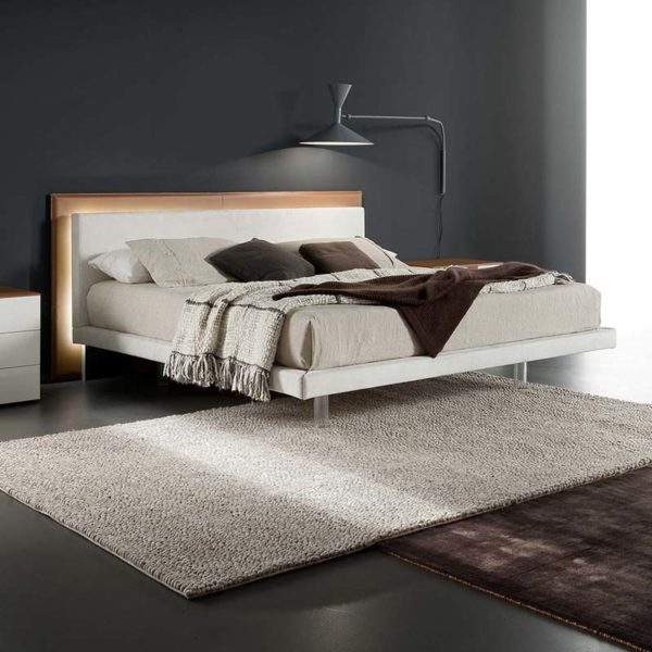 Amo Bed