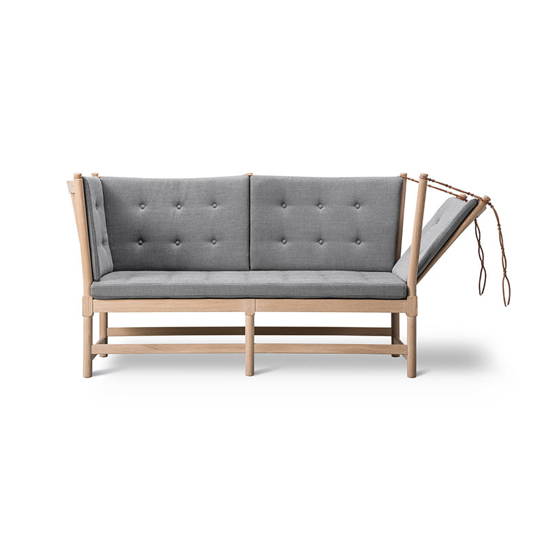 Fredericia 1789 Spoke-back Two Seat Sofa with Buttons by Hans Wegner
