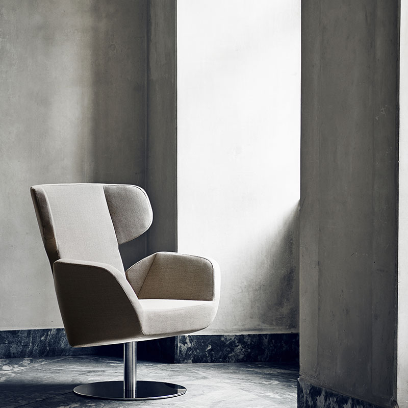 Softline Cosy Wing Chair Lifeshot 01