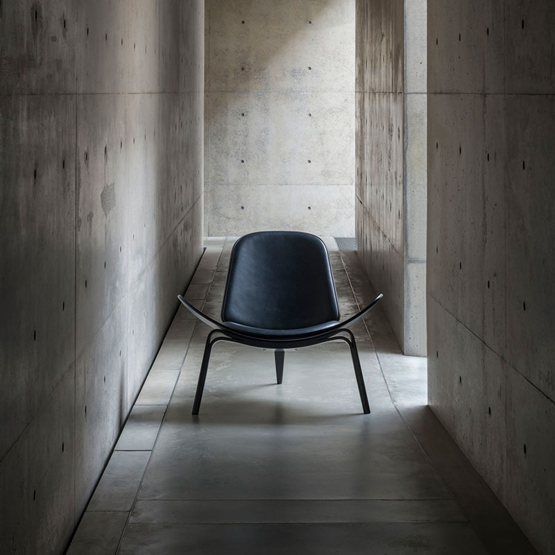 Carl Hansen CH07 Shell Lounge Chair life 8 Olson and Baker - Designer & Contemporary Sofas, Furniture - Olson and Baker showcases original designs from authentic, designer brands. Buy contemporary furniture, lighting, storage, sofas & chairs at Olson + Baker.