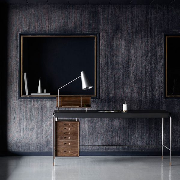 AJ52 Society Desk with Freja 2002 Black Leather