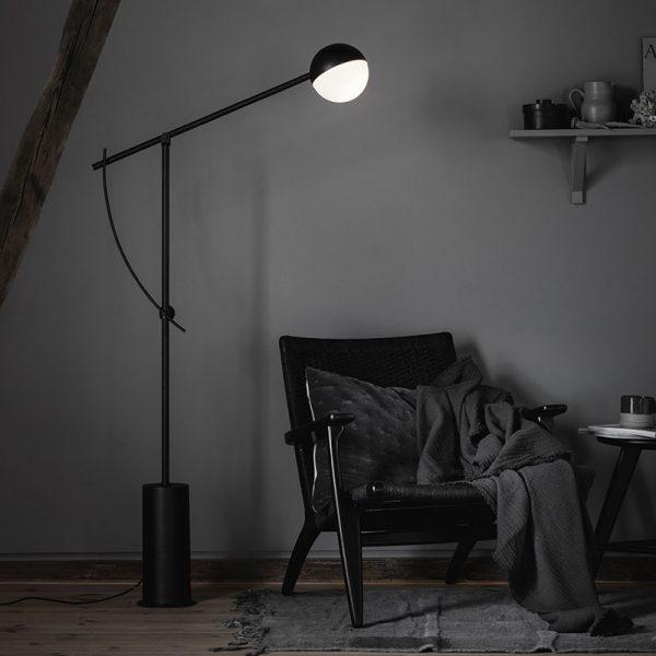 Balancer Floor Lamp in Black