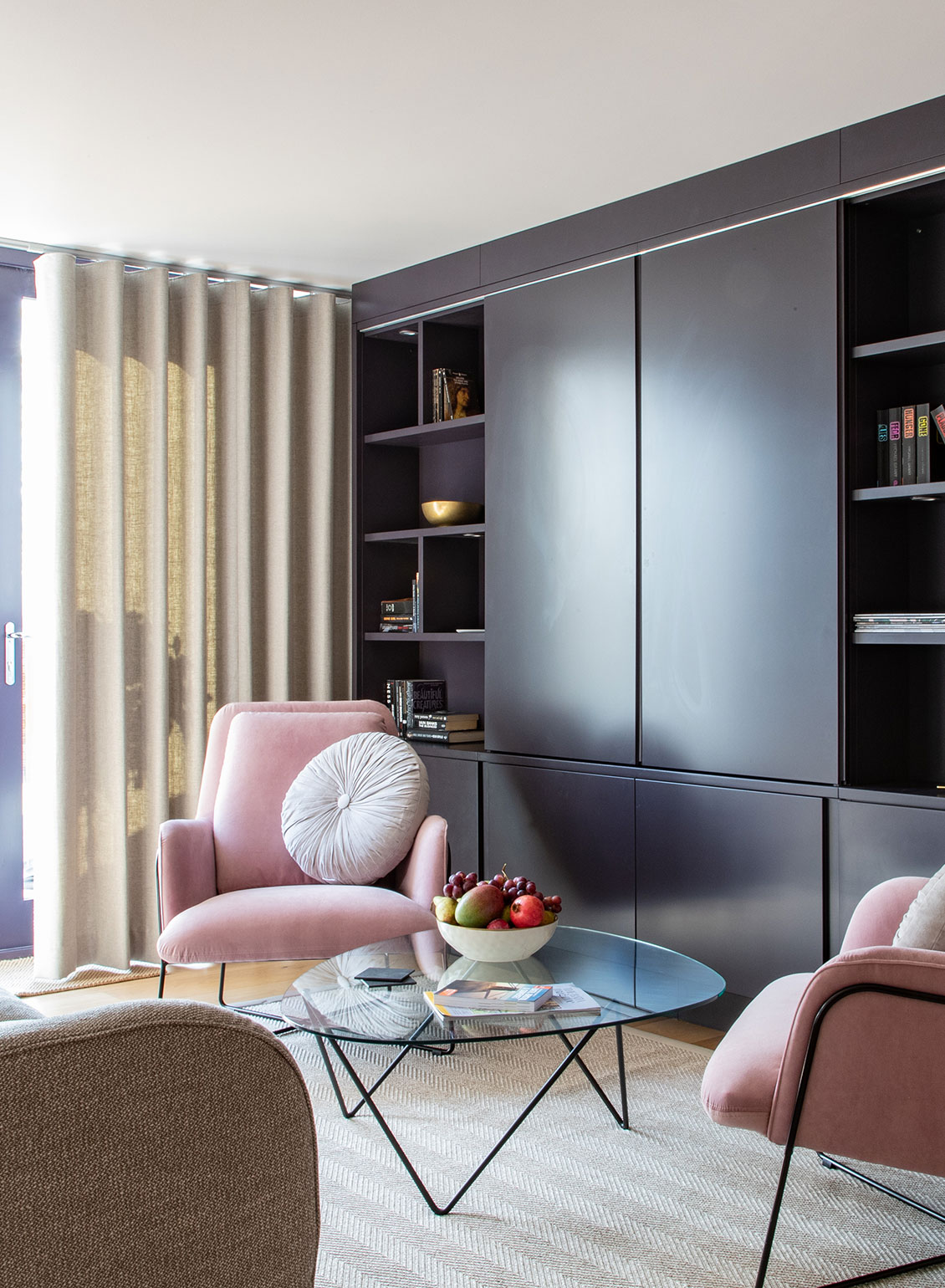 Clair-Strong-Interior-Design-Olson-and-Baker-Cotswolds-Residential-Narrow-Lounge